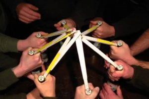 なんという発想力! 「折尺(折り畳み物差し)」の斬新な使い方を開発した男達